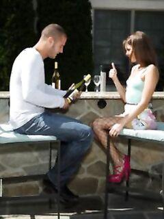 Энергичная Riley Reid занимается сексом на улице
