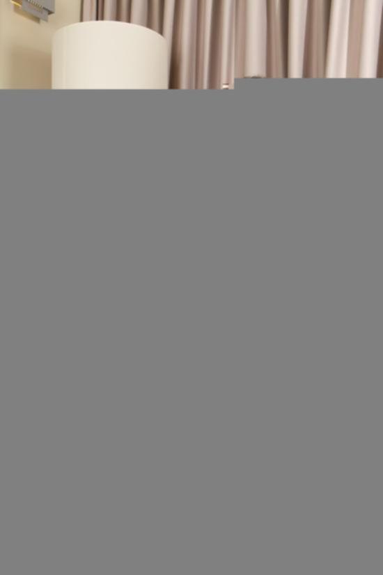 Умопомрачительная порно звезда Daisy Rock с круглыми сисями