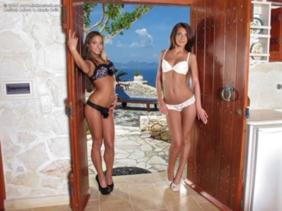 Длинноногие лесбиянки в красивом нижнем белье