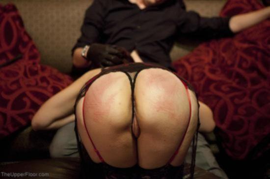 Жесткое порево с двумя девушками в красивых чулках