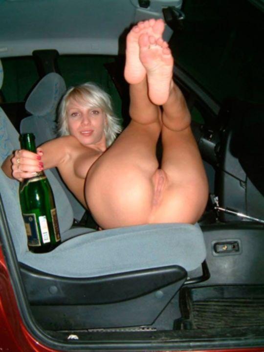 Частные фотографии пьяной русской блондинки