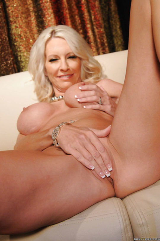 Эротические фото порно звезды Эммы Старр
