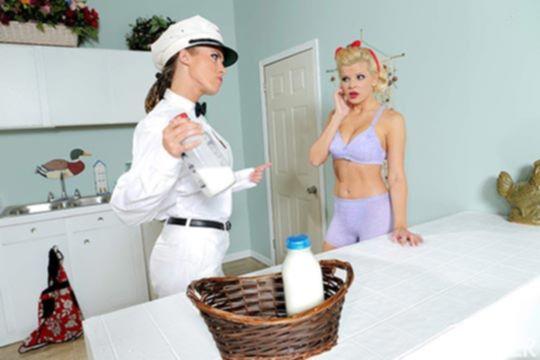 Капитан молоко наказывает свою подчиненную