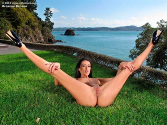 Очередная эротическая фотосессия Breanne Benson