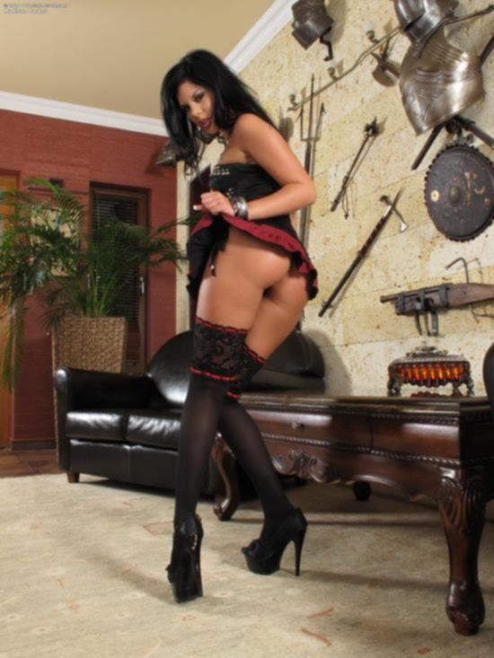 Madison Parker в черных чулках и мини-юбке
