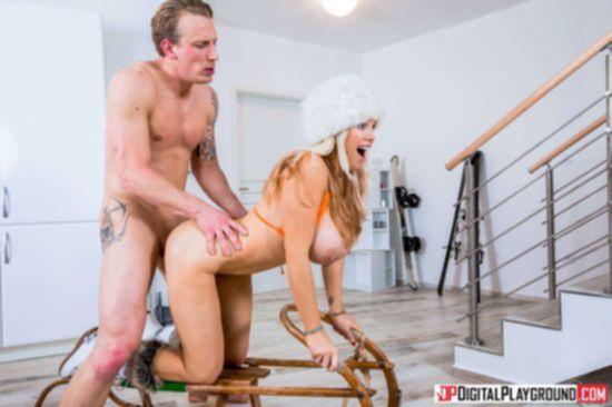 Грудастая Rebecca Moore в роскошном наряде растопила снег изящным сексом