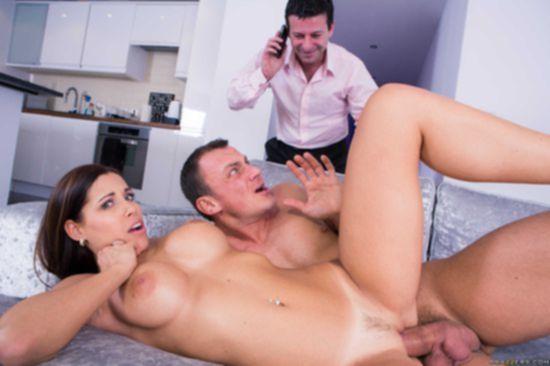 Satin Bloom ублажает партнера по бизнесу своего мужа, пока тот разливает винишко
