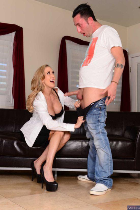 Порочная дамочка Brandi Love в деловом костюме провела собеседование