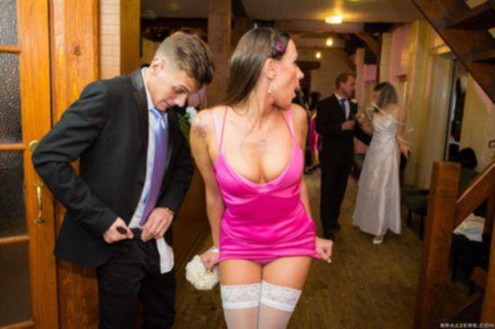 Mea Melone с грудастой подругой ублажают парня после свадебной церемонии